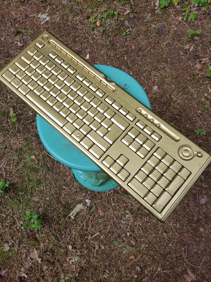 Het gouden buurt toetsenbord komt er aan